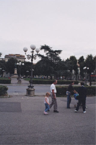 Piazza Indipendenza, going back to hotel
